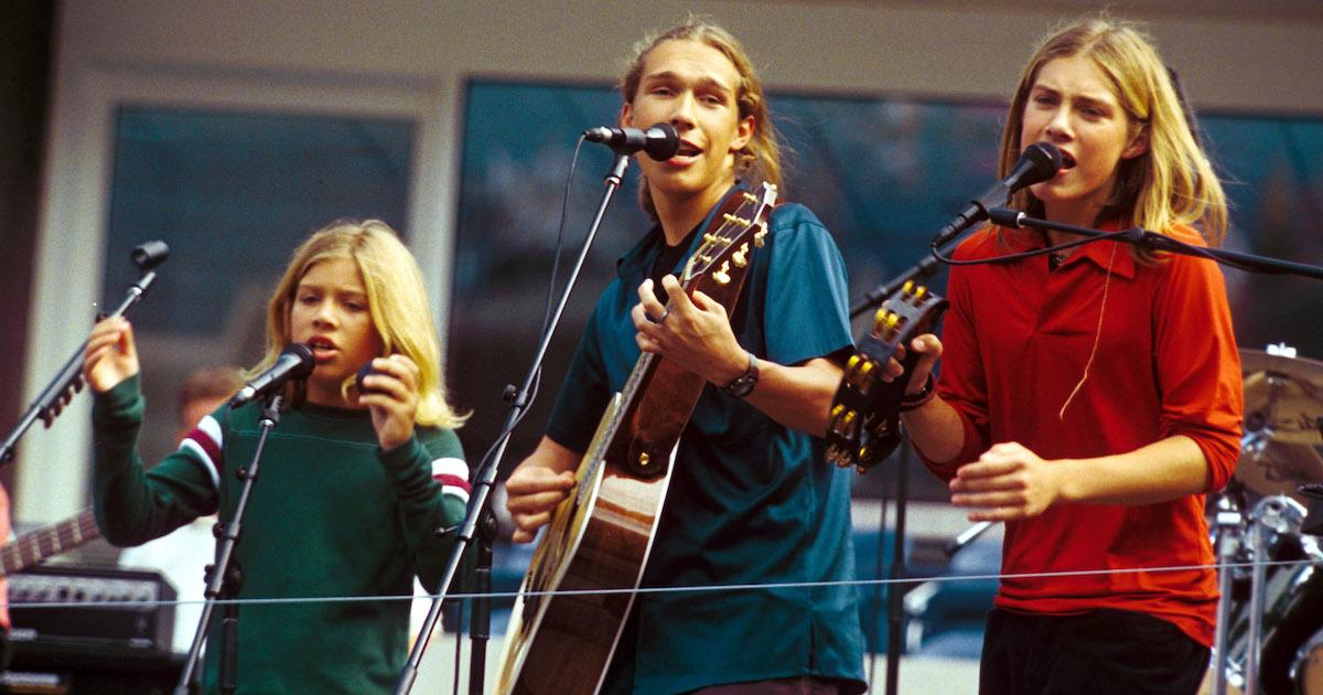 Hanson stormed the charts with their number one hit 'MMMBop' twenty years ago (Photo: Charles Sykes/REX/Shutterstock)