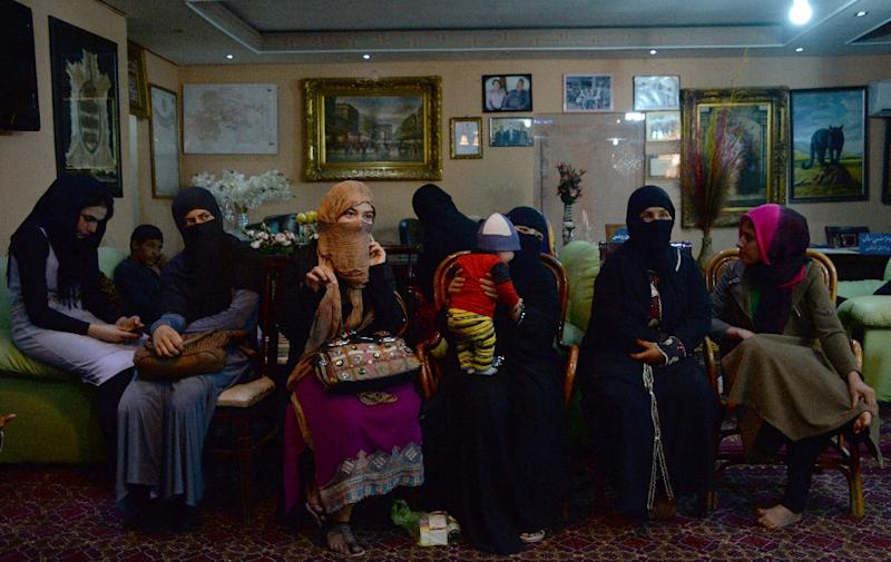 Young Afghan women, who have been displaced from Kunduz during clashes between Afghan security forces and the Taliban, wait at a hotel in Kabul for temporary shelter donated by a businessman (AFP Photo/Noorullah Shirzada)