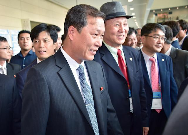 Yang Song-Ho (C), the dean of the Korean University of Physical Education in Pyongyang, arrives to attend an international conference on sport's role in improving relations among Asians in Incheon on August 20, 2014 (AFP Photo/Jung Yeon-Je)