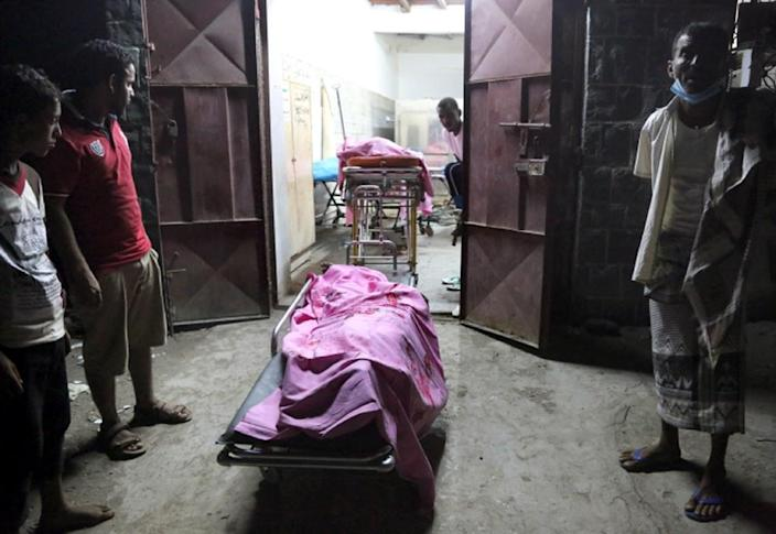The bodies of Yemeni victims of Saudi-led air strikes lie in a morgue in the rebel-held Yemeni port city of Hodeida late on September 21, 2016 (AFP Photo/STRINGER)