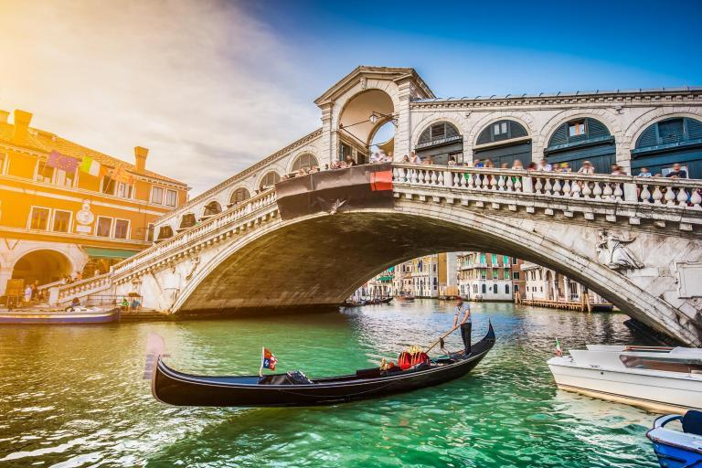 Venice restaurant charges tourists £970 for meal - They call the police
