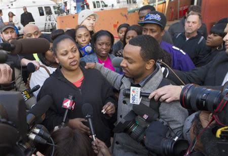 Nailah Winkfield, the mother of Jahi McMath, along with Jahi's uncle Omari Sealy (R), speak with the media outside Children's Hospital and Research Center in Oakland, California, December 30, 2013. REUTERS/Norbert von der Groeben
