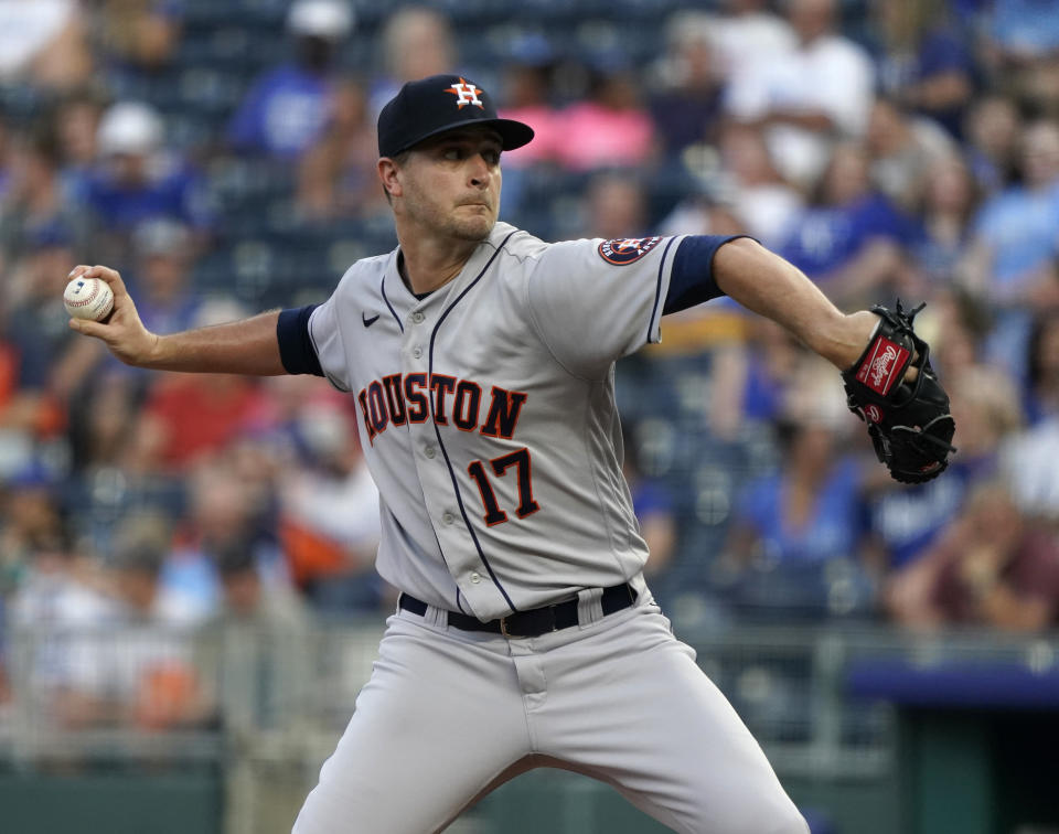 KANSAS CITY, MISSOURI - AUGUST 16: Jake Odorizzi #17 of the Houston Astros throws in the first inning against the Kansas City Royals at Kauffman Stadium on August 16, 2021 in Kansas City, Missouri. (Photo by Ed Zurga/Getty Images)