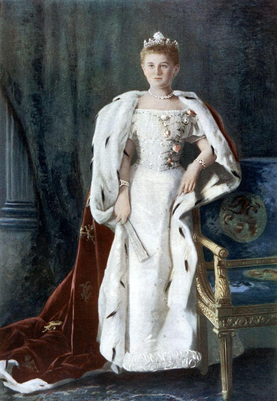 <p>Royal fashion remained formal in Europe, although it took cues from the trends of the day. Off-the-shoulder dresses were common, and a long, broad bodice was back. </p>
