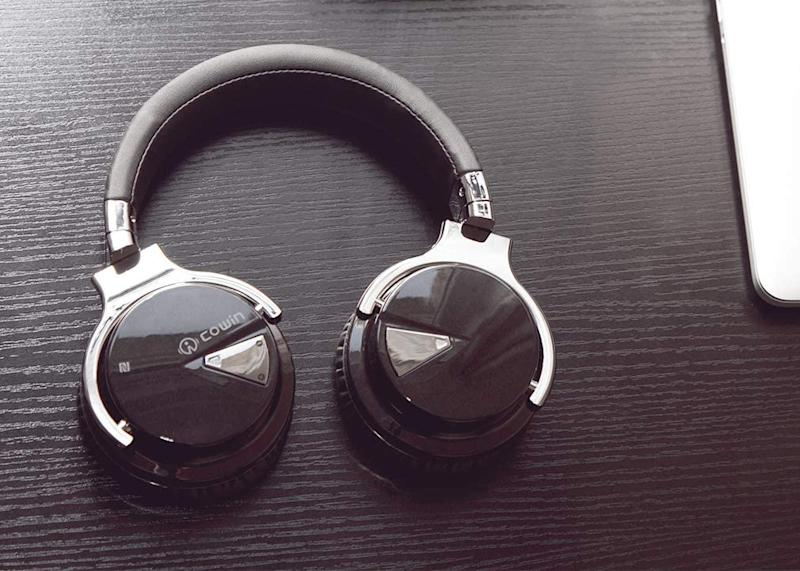 Get 10 percent off these COWIN E7 Active Noise Cancelling Headphones. (Photo: COWIN)