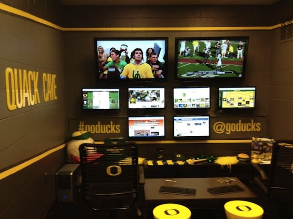 Oregon Ducks Launch College Sports' First Social Command Center