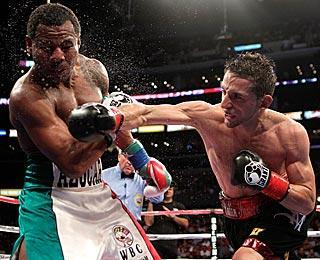 Sergio Mora (right) didn't do enough punching against Shane Mosley, relying instead mostly on defense