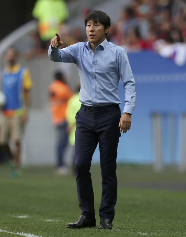 2016 Rio Olympics - Soccer - Preliminary - Men's First Round - Group C South Korea v Mexico - Mane Garrincha Stadium - Brasilia, Brazil - 10/08/2016. Coach Taeyong Shin (KOR) of Republic of Korea reacts. REUTERS/Ueslei Marcelino FOR EDITORIAL USE ONLY. NOT FOR SALE FOR MARKETING OR ADVERTISING CAMPAIGNS.