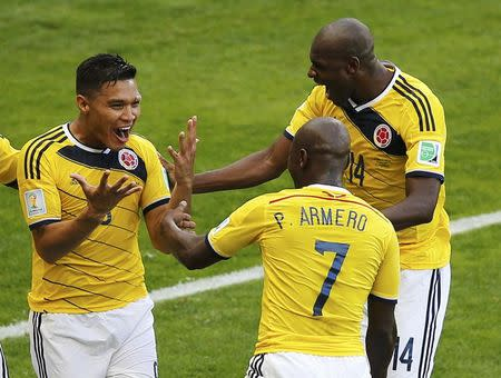 Colombia's Teofilo Gutierrez (L) celebrates with teammates Pablo Armero and Victor Ibarbo (R) after scoring a goal during their 2014 World Cup Group C soccer match against Greece at the Mineirao stadium in Belo Horizonte June 14, 2014. REUTERS/Leonhard Foeger