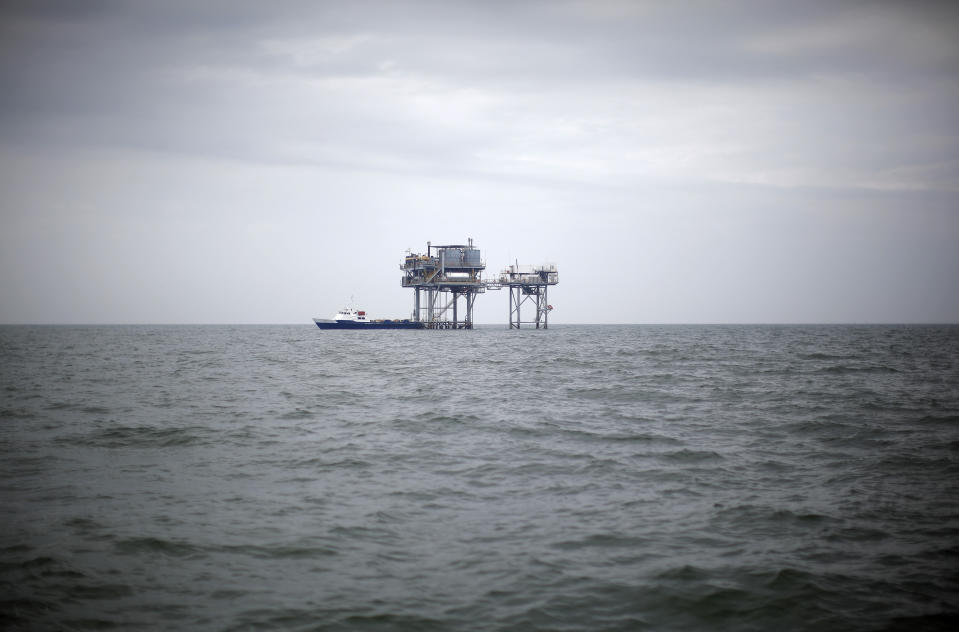 A drilling platform is seen near Breton Island, Louisiana May 3, 2010. Energy giant BP Plc was under siege on Monday over the catastrophic oil spill from its ruptured Gulf of Mexico well, as its shares fell and the U.S. government pressed it to try to limit a major environmental disaster. As a huge oil slick advanced toward the Gulf Coast shoreline, the London-based company came under increasing pressure to do more to stop, or at least control, what is fast turning into the worst oil spillage in U.S. history. REUTERS/Carlos Barria (UNITED STATES - Tags: DISASTER ENERGY ENVIRONMENT BUSINESS)