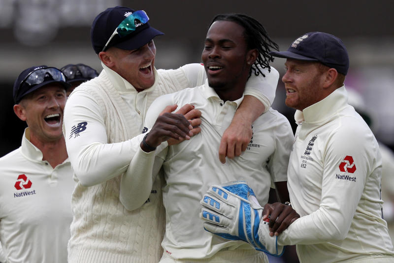 England's Jofra Archer (2R) celebrates taking the wicket of Australia's David Warner (unseen) for five runs during play on the fifth day of the second Ashes cricket Test match between England and Australia at Lord's Cricket Ground in London on August 18, 2019. (Photo by Adrian DENNIS / AFP) / RESTRICTED TO EDITORIAL USE. NO ASSOCIATION WITH DIRECT COMPETITOR OF SPONSOR, PARTNER, OR SUPPLIER OF THE ECB (Photo credit should read ADRIAN DENNIS/AFP/Getty Images)