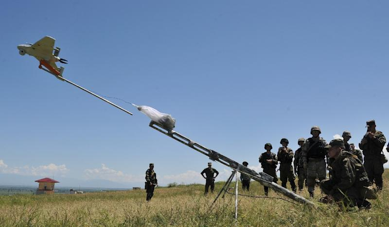Russian soldiers launch an 'Eleron-3' unmanned aerial vehicle during joint Kyrgyz-Russian military exercises at the Ala-Too training ground, some 20 km outside Bishkek, on May 28, 2015 (AFP Photo/Vyacheslav Oseledko)