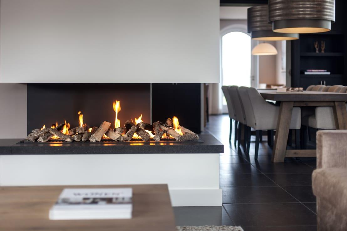 "<p>We had to take a closer look at this fireplace, as it's just so wonderfully modern and pared back, but manages to offer the right amount of warmth and has become the natural focal point of the entire living room. We could imagine an installation like this one even looking as good in a more <a rel=""nofollow"" href=""https://www.homify.co.uk/rooms/living-room-style-rustic"">rustic and traditional lounge</a> too. </p>  Credits: homify / Bob Romijnders Architectuur & Interieur"