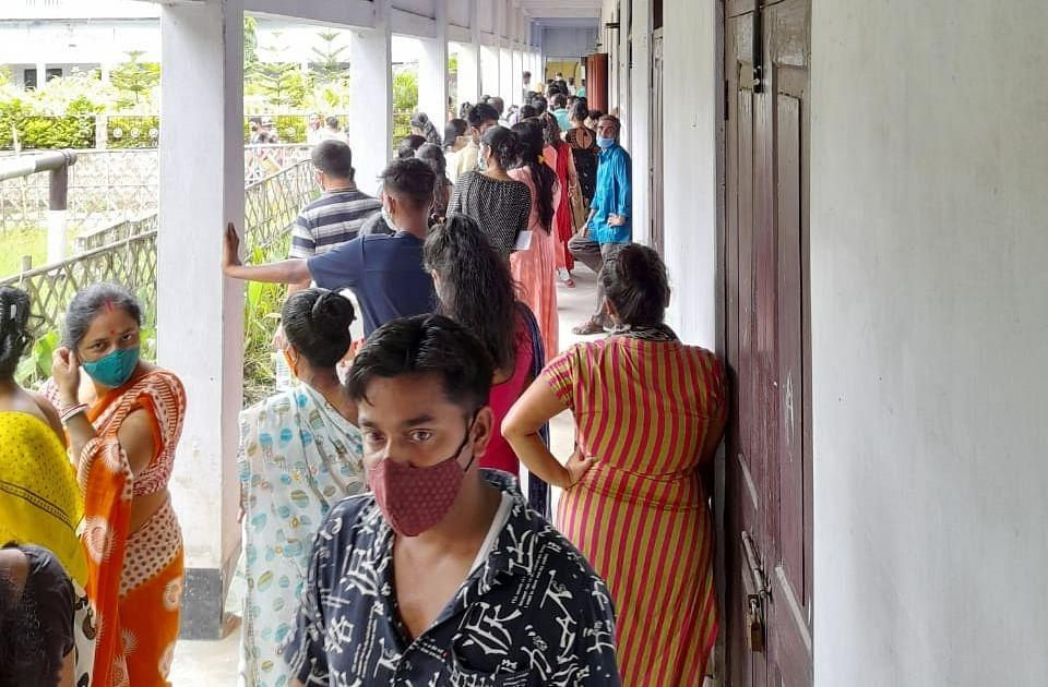"""<div class=""""paragraphs""""><p>A long queue of people for vaccination at MMMC Girls' HS School in Karimganj district.</p></div>"""