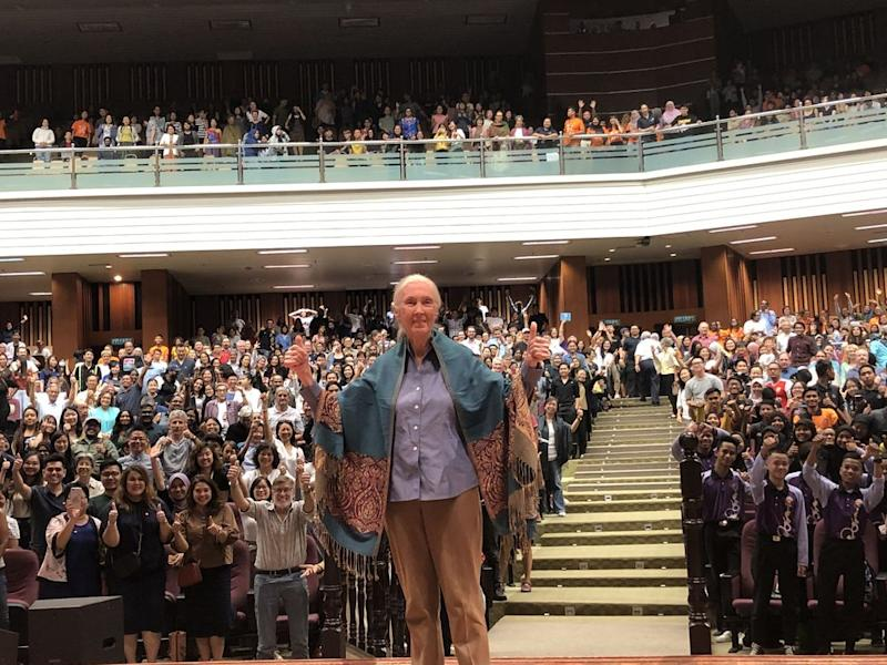 Famous primatologist Jane Goodall posing in front of the packed hall in USM after delivering her talk. — Picture by Opalyn Mok
