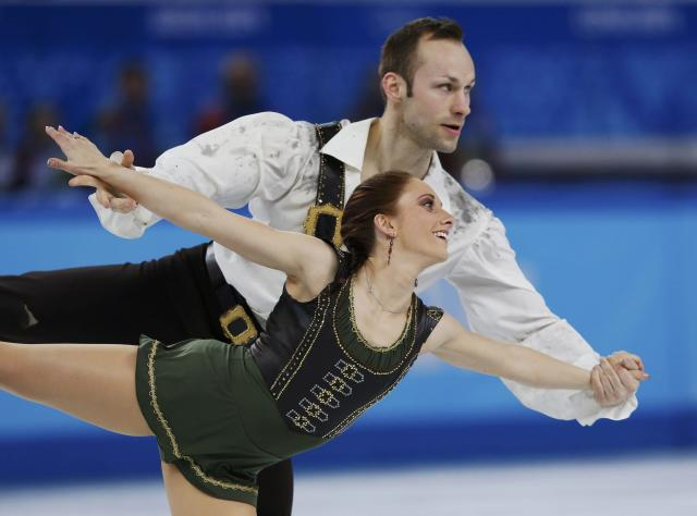 Germany's Maylin Wende and Daniel Wende compete during the Figure Skating Pairs Free Skating Program at the Sochi 2014 Winter Olympics, February 12, 2014. REUTERS/Alexander Demianchuk (RUSSIA - Tags: OLYMPICS SPORT FIGURE SKATING)