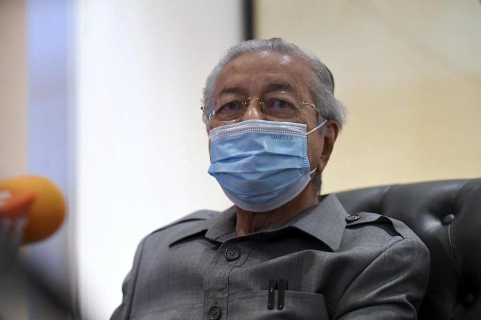 In Parliament while debating the Yang di-Pertuan Agong's speech, Langkawi MP Tun Dr Mahathir Mohamad stated that it is important that anti-party hopping laws be detailed on how it interprets party hopping instead of a blanket ban. — Bernama pic