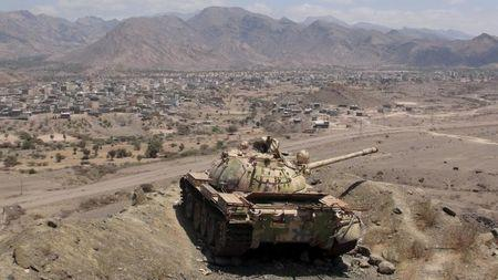 A tank is seen at an army post seized by the Southern People's Resistance militants loyal to Yemen's President Abd-Rabbu Mansour Hadi in al-Habilin of Yemen's southern province of Lahej March 22, 2015. REUTERS/Nabeel Quaiti