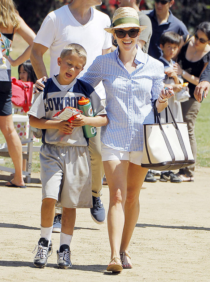 "Reese Witherspoon was on mommy duty on Sunday! The ""Mud"" actress and her husband, Jim Toth, spent the day cheering for her son Deacon at his soccer game. Later the 37-year-old actress posted a special photo message on her <a href=""http://www.whosay.com/reesewitherspoon/photos/339266"">WhoSay account to her mom,</a> ""HAPPY MOTHER'S DAY to my amazing mother! And all the wonderful mothers out there!"" (5/12/2013)"