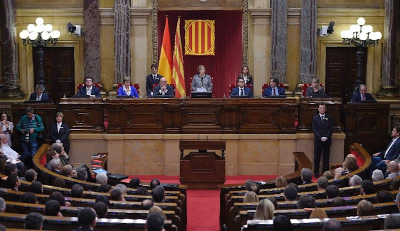 Carme Forcadell (C) delivers her first speech as Parliament's new president during the Catalan regional Parliament's constitutive session on October 26, 2015 in Barcelona (AFP Photo/Lluis Gene)