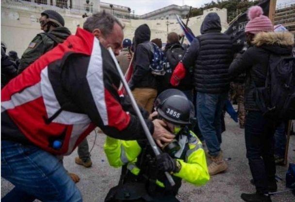 Video appears to show Thomas Webster from Florida, New York, assaulting a Capitol police officer with his bare hands during the Jan. 6 insurrection in Washington. (Photo: justice.gov)