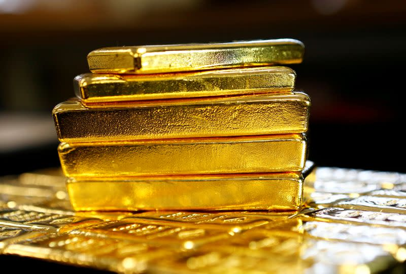 Gold retreats from seven-year high, but virus fears limit losses