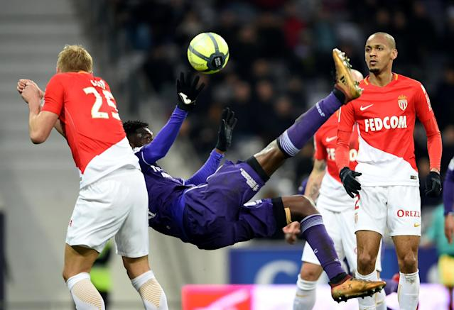 Soccer Football - Ligue 1 - Toulouse vs AS Monaco - Stadium Municipal de Toulouse, Toulouse, France - February 24, 2018 Toulouse's Yaya Sanogo shoots at goal REUTERS/Fred Lancelot