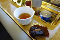 <p>The flight attendant then offered me coffee and dates, followed by a refreshing hot towel. We proceeded to take off. Since the A380 is the world's largest commercial aircraft, I expected its four engines to make a large roar, but the engines barely made a murmur. It was the smoothest take off I've ever experienced. <i>(Photo: Sam Huang)</i><br></p>