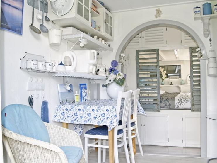 <p>The interior is cozy with modern amenities. Here's the kitchen and dining area. (Airbnb) </p>