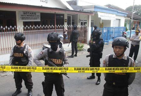Police stand guard near the home of a suspected militant, following his arrest in Singosari District, Malang, Indonesia June 19, 2017.Antara Foto/Ari Bowo Sucipto via REUTERS