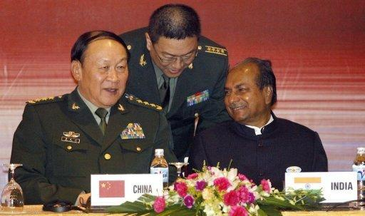 Chinese Defence Minister Liang Guanglie (L) talks with his Indian counterpart A. K. Antony in 2010
