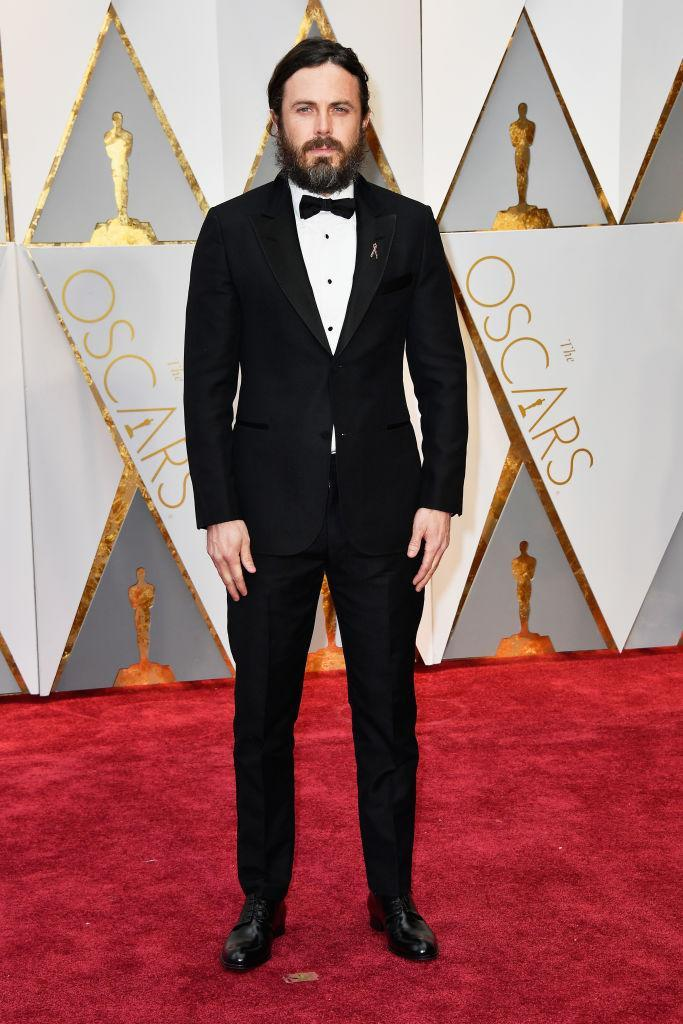 <p>Casey Affleck kept things classic with a tailored tuxedo. <em>(Photo: Getty Images)</em> </p>