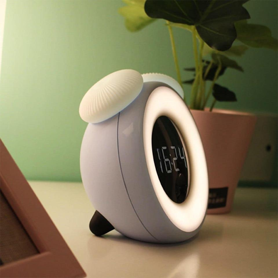 """<strong><h3><a href=""""https://www.gearbest.com/night-lights/pp_1720164.html"""" rel=""""nofollow noopener"""" target=""""_blank"""" data-ylk=""""slk:Brelong Smart Timing Light Alarm Clock"""" class=""""link rapid-noclick-resp"""">Brelong Smart Timing Light Alarm Clock</a></h3></strong><br>This chic option couples a mushroom-shaped design with a softly-lit ring thats brightness can be adjusted by touch.<br><br><strong>BRELONG</strong> Smart Timing Bedside Sensor Alarm Clock Night Light, $, available at <a href=""""https://go.skimresources.com/?id=30283X879131&url=https%3A%2F%2Ffave.co%2F3osfAVN"""" rel=""""nofollow noopener"""" target=""""_blank"""" data-ylk=""""slk:GearBest"""" class=""""link rapid-noclick-resp"""">GearBest</a>"""
