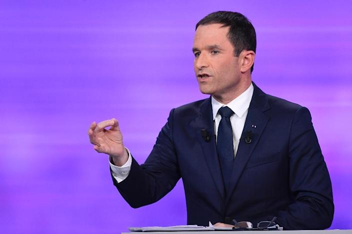 Former French education minister and candidate in the left-wing primary for the 2017 French presidential election, Benoit Hamon speaks during a televised debate with opposing candidate former French prime minister Manuel Valls (AFP Photo/bertrand GUAY)