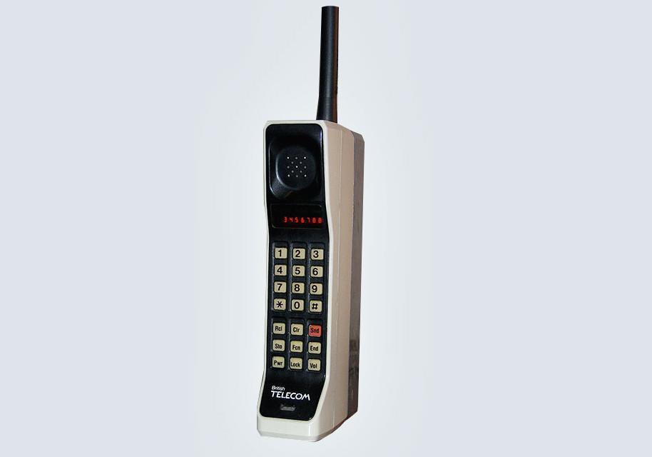 <p>The world's first mobile handheld phone, first went on sale in the UK in 1985 with a price tag of around £3,000. The enormous brick-like handsets measured a whopping 44 x 330 x 89 mm are now collectors' items. (Motorola) </p>