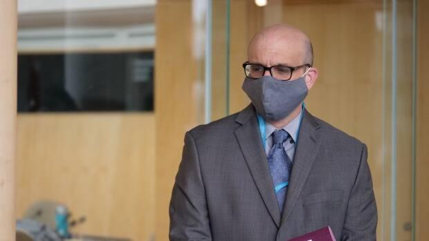 Deputy Chief Public Health Officer Andy Delli-Pizzi reported zero new cases of COVID-19 in Yellowknife on Tuesday, bringing the number of active cases in the city down to 17. (Mario De Ciccio/Radio-Canada - image credit)