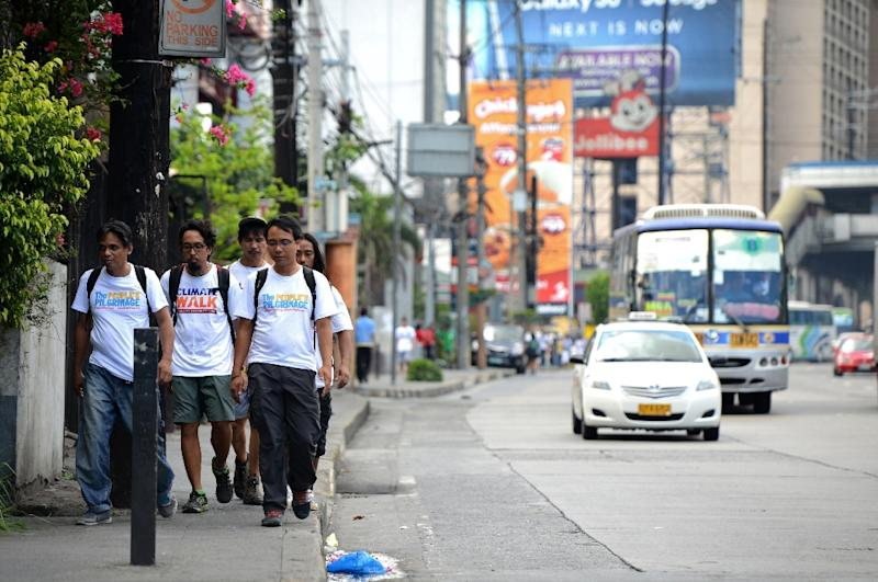 Climate advocate Yeb Sano (front R) walks with fellow activists along a street in Manila, on June 2, 2015 (AFP Photo/Noel Celis)