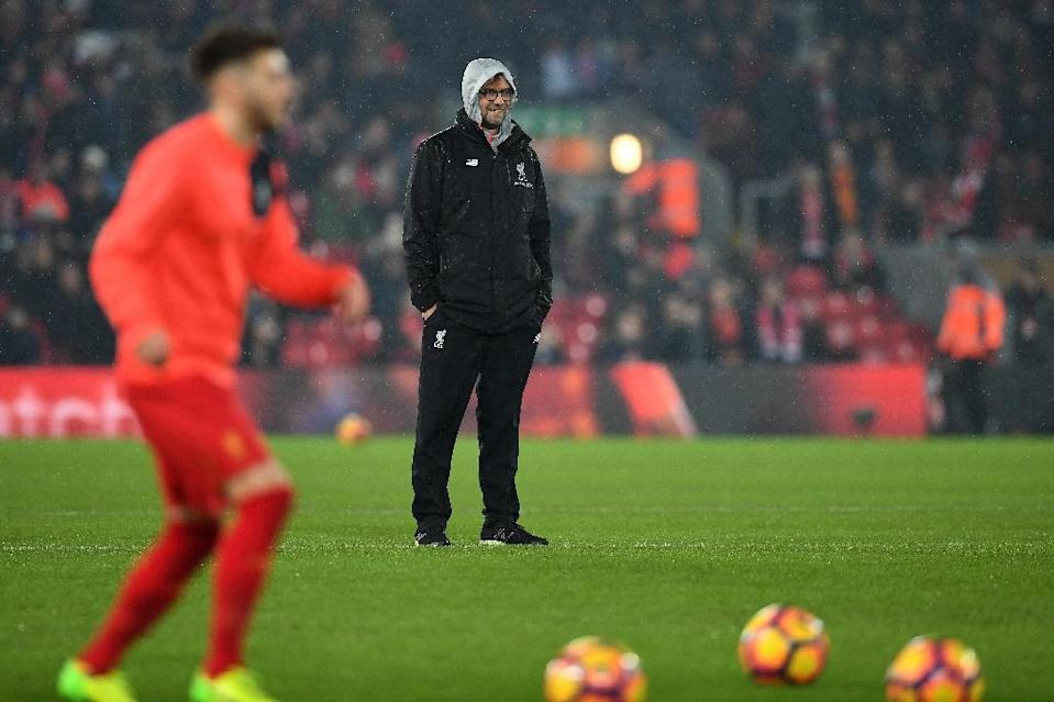 Liverpool's manager Jurgen Klopp watches his players as they warm up ahead of the English Premier League match between against Chelsea, at Anfield in Liverpool, on January 31, 2017 (AFP Photo/Paul ELLIS)
