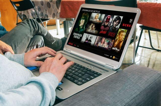 Netflix and YouTube reduce resolution as virus hits web