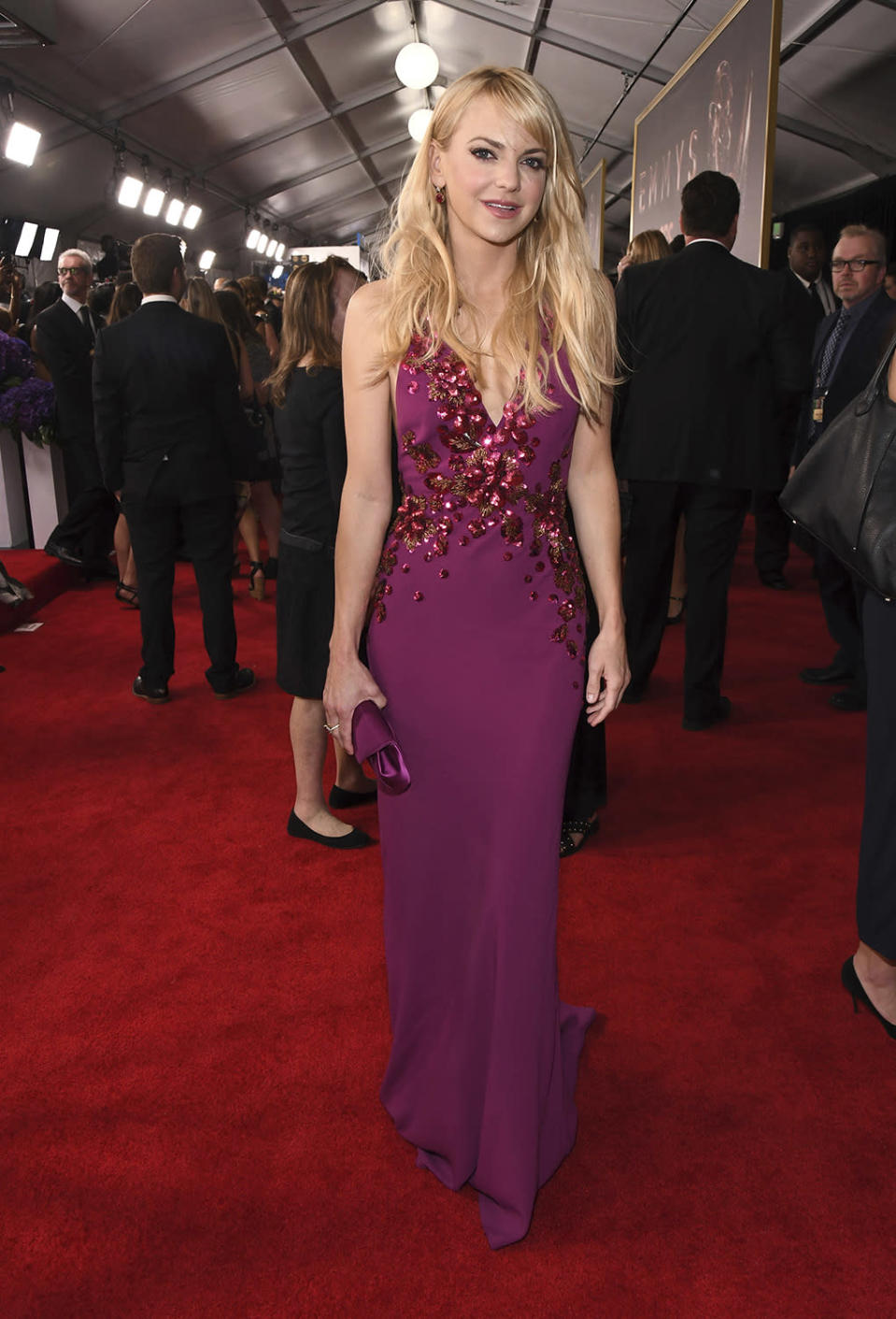 <p>Anna Faris arrives at the 69th Primetime Emmy Awards on Sunday, Sept. 17, 2017, at the Microsoft Theater in Los Angeles. (Photo by Charles Sykes/Invision for the Television Academy/AP Images) </p>