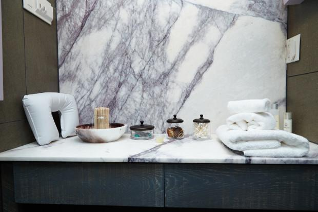 I don't know about you, but looking at marble bathrooms puts me in a meditative state.