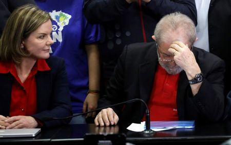 Brazil's Lula to hand in passport