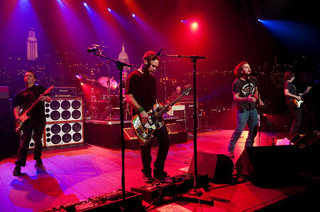 "Classic alternative rockers Pearl Jam take the stage with tunes from their latest album, Backspacer, as well as catalogue favorites on ""Austin City Limits."""