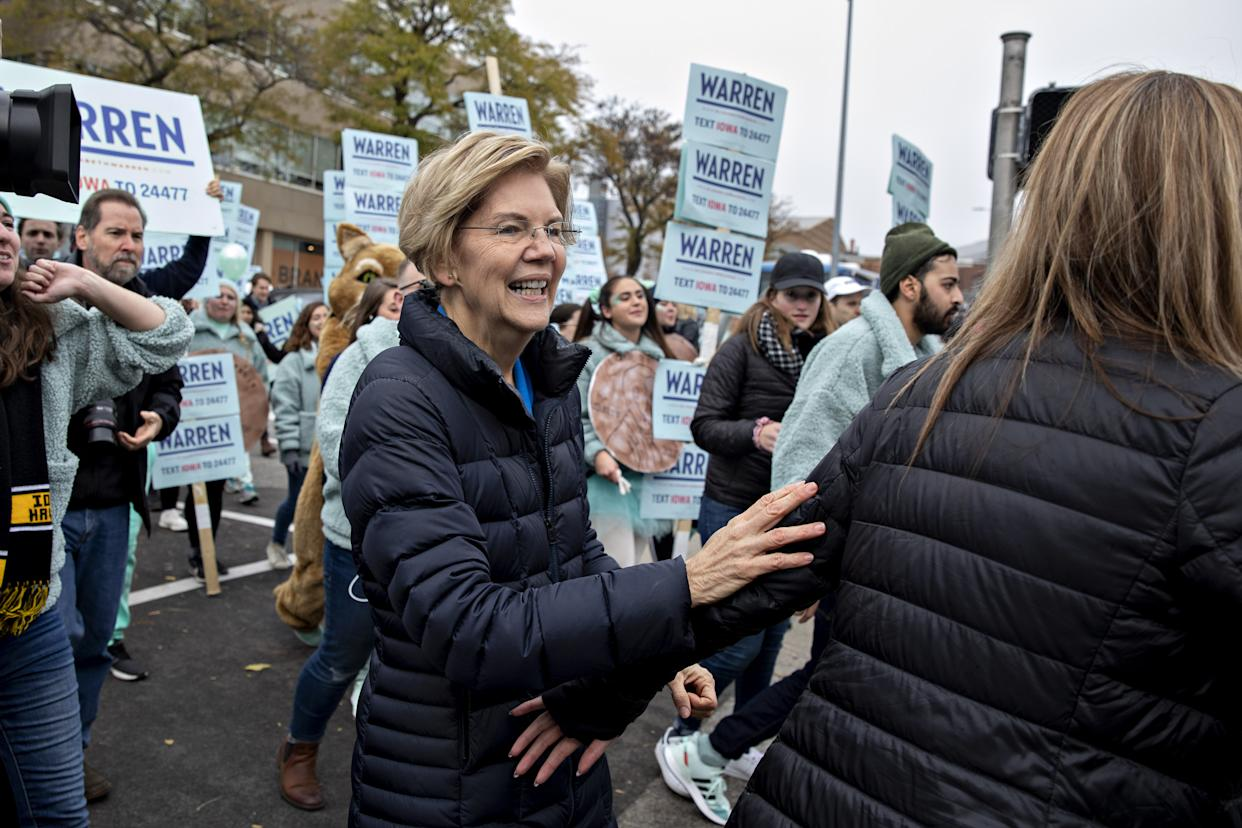 Senator Elizabeth Warren, a Democrat from Massachusetts and 2020 presidential candidate, center, greets supporters outside Wells Fargo Arena ahead of the Iowa Democratic Party Liberty & Justice Dinner in Des Moines, Iowa, on Nov. 1, 2019. (Photo: Daniel Acker/Bloomberg via Getty Images)