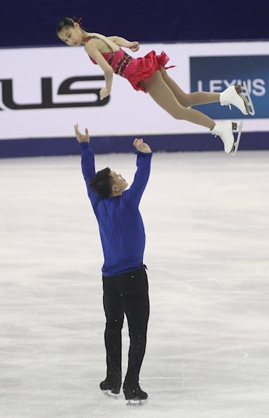 Peng Cheng (top) and Zhang Hao perform during their pairs' short program event of the Cup of China ISU Grand Prix of in Shanghai on November 7, 2014 (AFP Photo/)