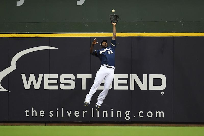 sale retailer 4abc0 712b8 Brewers' Lorenzo Cain robs home run with eyes closed