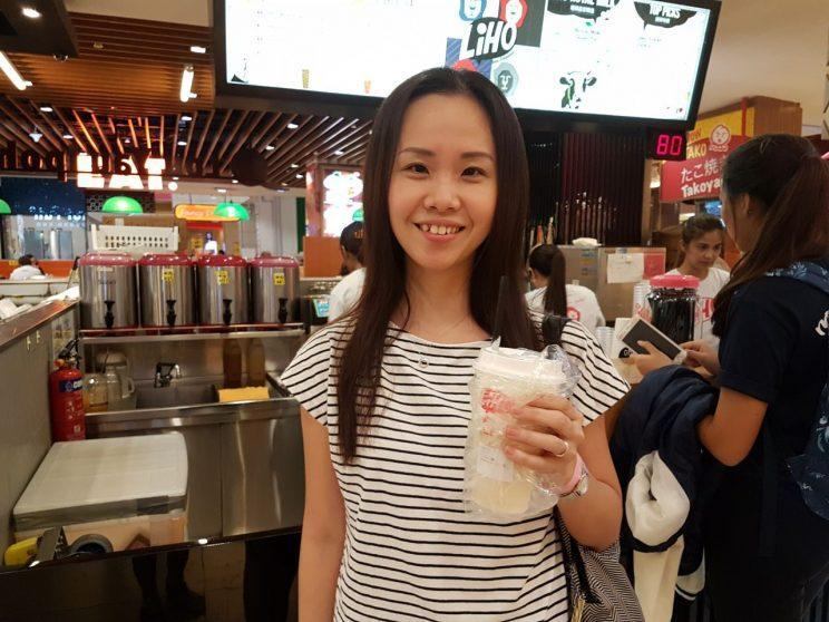 Gong Cha customer Eunice Kwoh tries bubble tea from LiHo. (Photo: Audrey Kang/Yahoo Lifestyle Singapore)