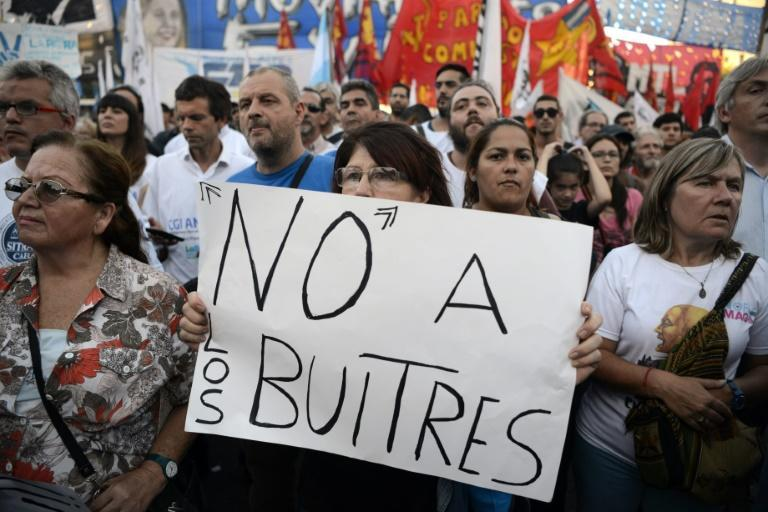 """Argentinians demonstrate against the repaymnet deal to end to its long-standing legal battle against so called """"vulture"""" funds suing the country over its defaulted bonds more than a decade ago"""