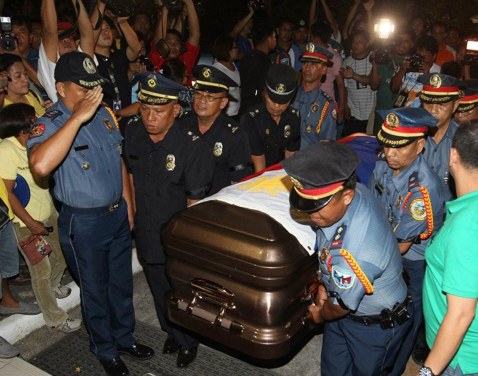 The remains Secretary Jesse Robredo arrive at the Archbishop's Palace in Naga City. (Malacanang photo)