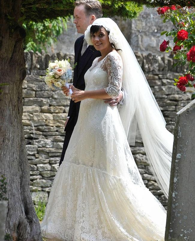 """<div class=""""caption-credit"""">Photo by: Carina</div><div class=""""caption-title""""></div><b>Lily Allen</b> <br> Lily Allen and now-husband Sam Cooper revealed to their family and friends that Lily was pregnant in 2011 - during breakfast on the day of their wedding! <br> <b>More from The Knot:</b> <a rel=""""nofollow"""" href=""""http://wedding.theknot.com/bridal-fashion/wedding-accessory-jewelry/articles/new-something-blue-wedding-ideas.aspx?cm_mmc=TKInline-_-Yahooshine-_-Will%20Mila%20Kunis%20Get%20Married%20In%20A%20Maternity%20Wedding%20Dress%20Like%20These%205%20Celebs%3f-_-10%20new%20something%20blue%20wedding%20ideas"""" target="""""""">10 New """"Something Blue"""" Wedding Ideas</a>"""